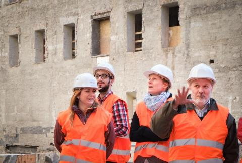 Cultural Heritage Studies students, Professor Jozsef Laszlovszky and Campus Redevelopment Officer Zofia Pazitna visit the construction site. Photo: Stefan Roch.