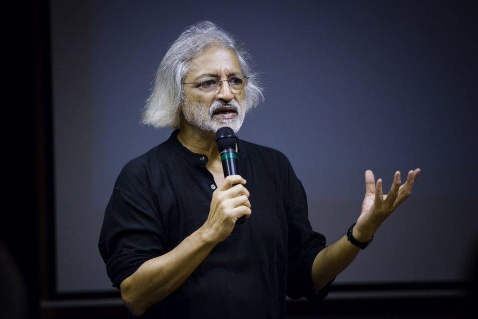 Anand Patwardhan chairing the screening of his films
