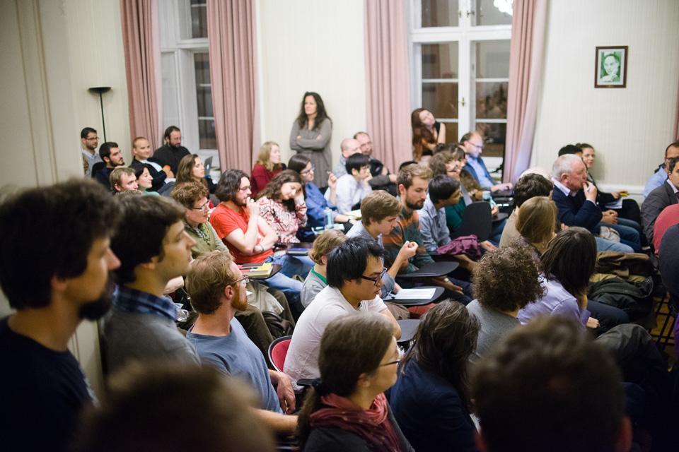 Sheila Fitzpatrick talking to a packed classroom at CEU. Image credit: CEU/Daniel Vegel