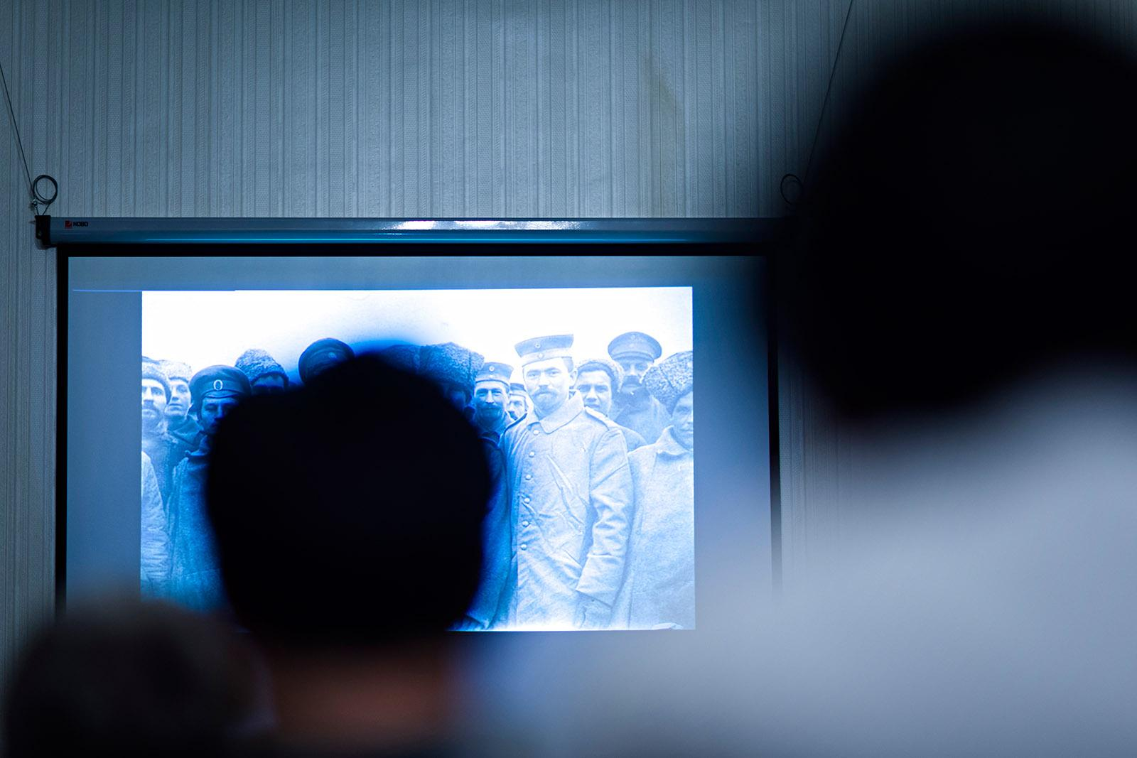 Hochschild showed photos and footage from the pre-war era and propaganda films during his talk at CEU. Photo: CEU/Daniel Vegel.