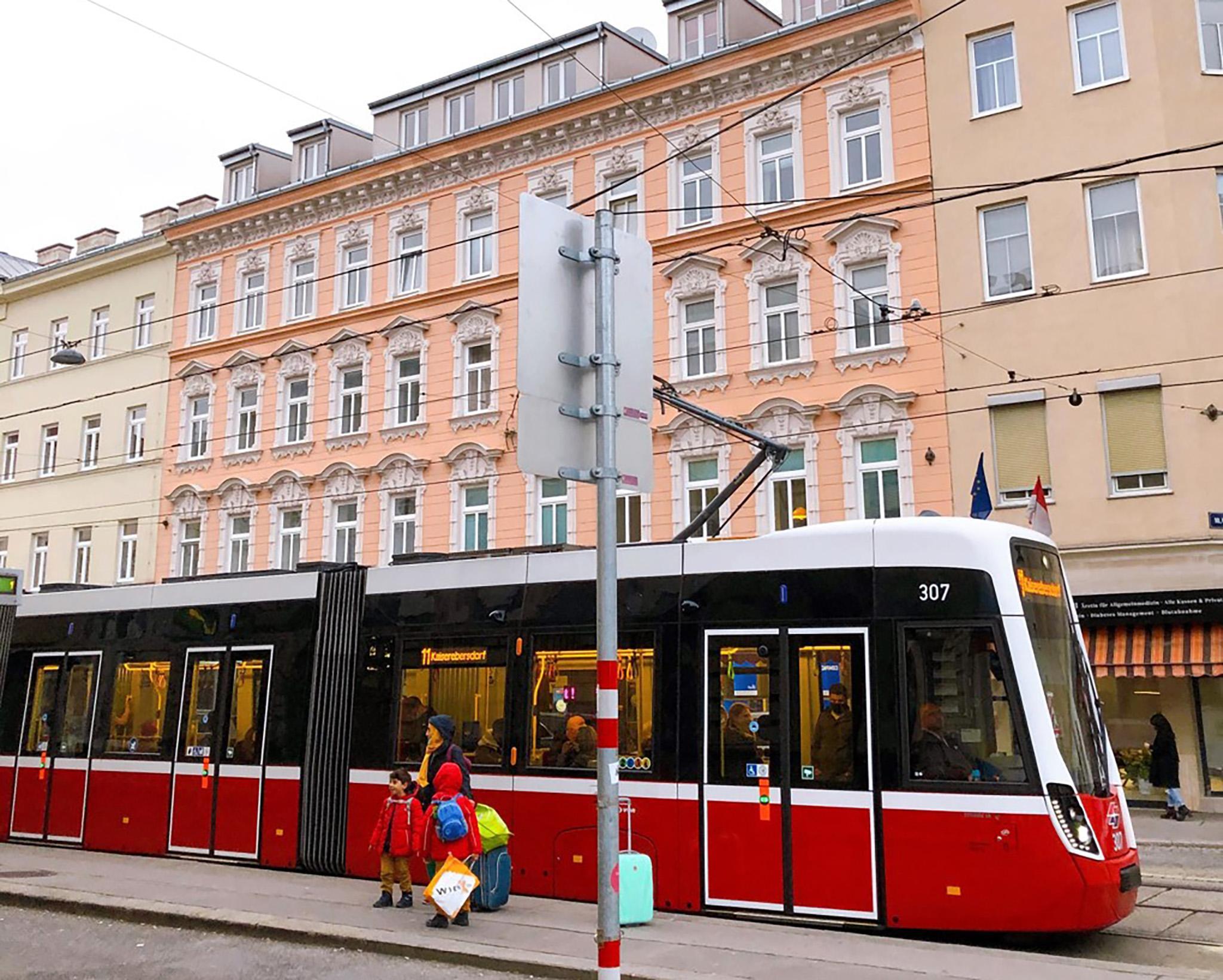 A tram on Quellenstrasse